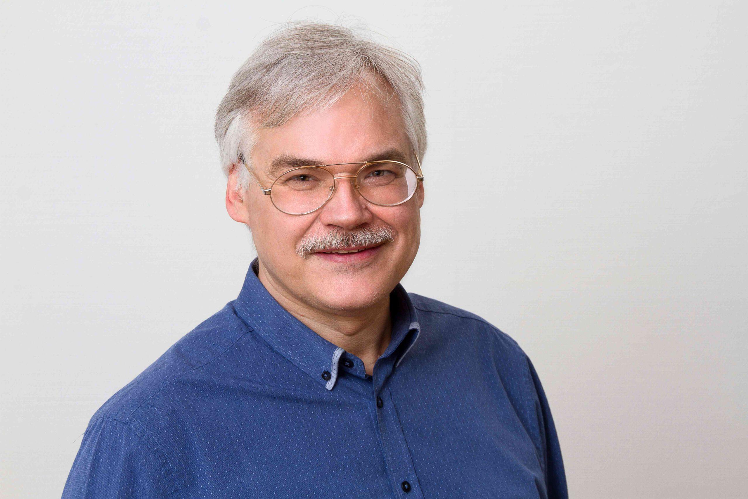 Dr. Karsten Karad